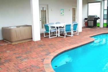 Stand alone Hot Tub, Outdoor Eating Area and Gas BBQ