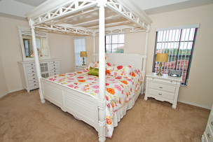 Master En-suite Bedroom with four poster bed